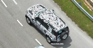 L663-Land-Rover-Defender-in-Malaysia-camouflaged-4_BM