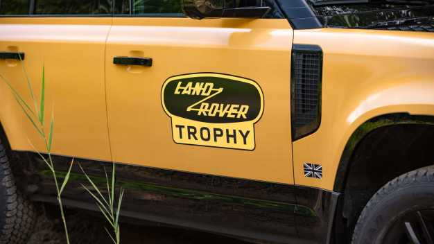 Land-Rover-Defender-Trophy-Edition-9_BM