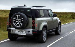 Land Rover Defender 110 2