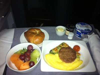united-airlines-business-class-breakfast