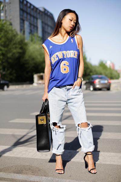 no-brand-jeans-nba-shirt-oversized-tote-sophie-hulme-bag_400