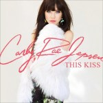 Carly Rae Jepsen estrena el vídeo de 'This Kiss'