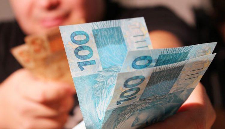 Servidores estaduais recebem salários de fevereiro nestas terça e quarta