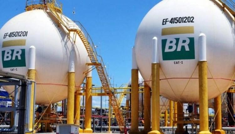Petrobras anuncia redução em 10% no diesel nas refinarias, mas só por 15 dias