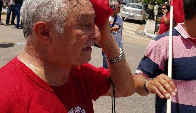 Deputado estadual é atingido por bala de borracha durante manifestação em defesa de Lula