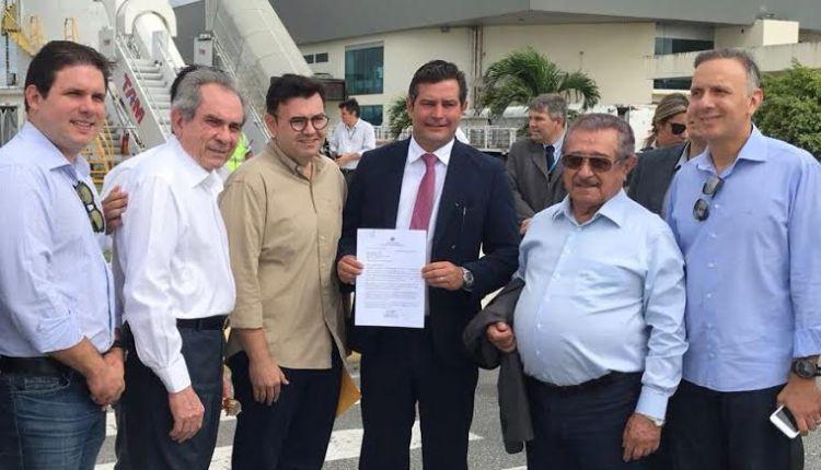 Raniery entrega pedido ao ministro para federalização da rodovia que liga Café do Vento ao Brejo