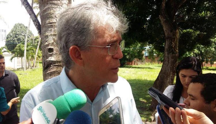 Só nesta terça, Ricardo Coutinho entrega 5 escolas reformadas