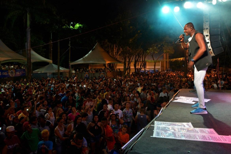 Ao som do baiano Tatau, Tambiá Folia concentra multidão