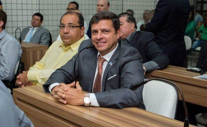 Após Leto Viana ser preso, vereador Vitor Hugo é o novo prefeito de Cabeelo