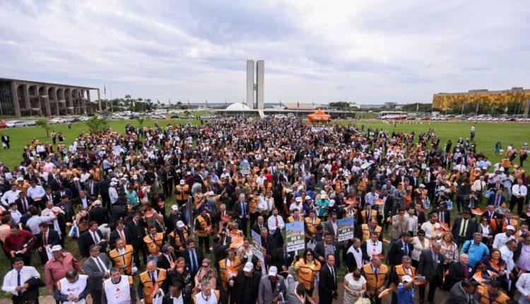 Em busca de recursos, prefeitos realizam marcha em Brasília; PB deve mandar 400 gestores