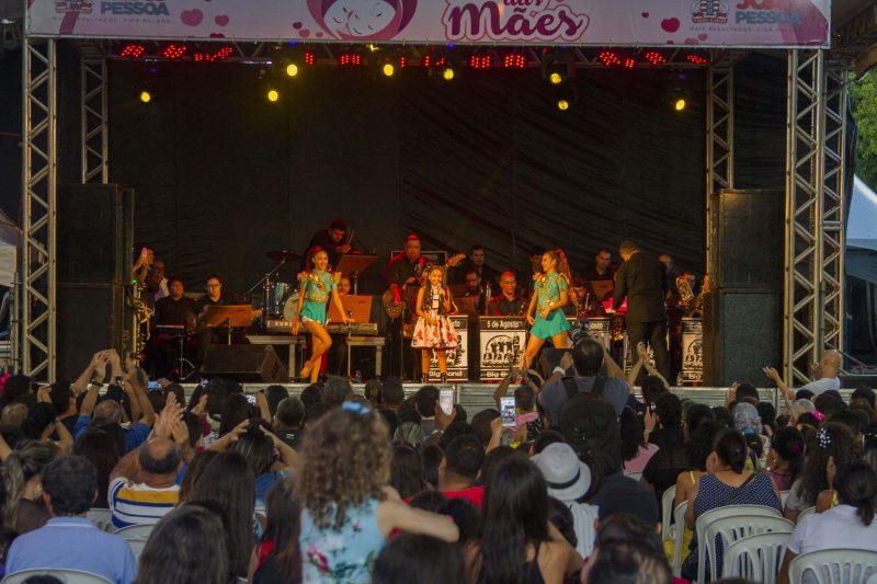 Mariah Yohana leva multidão ao Parque da Lagoa em show de homenagem às mães