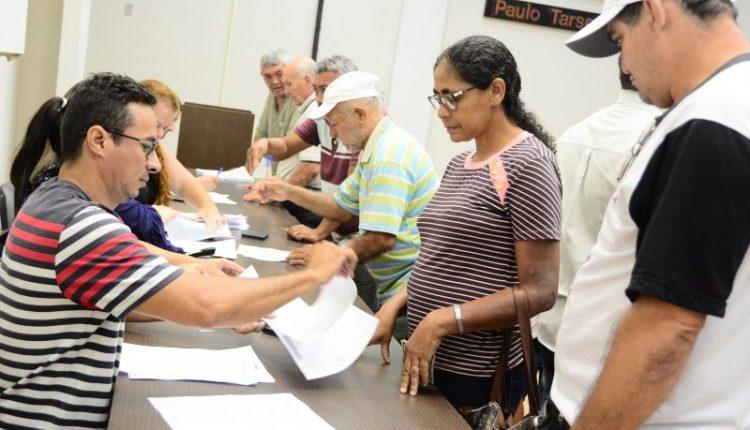 Ambulantes assinam termo de compromisso para participar do São João e recebem orientações