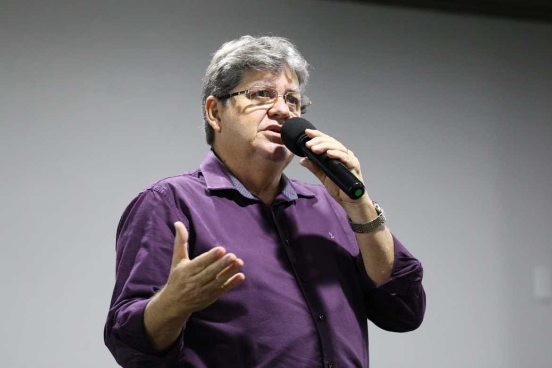 João Azevêdo se reúne com setor produtivo rural e recebe propostas para plano de governo