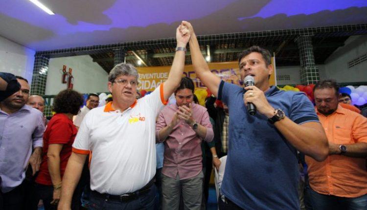 """""""Estamos agregando forças por todo a Paraíba"""", diz João Azevêdo em Cabedelo"""