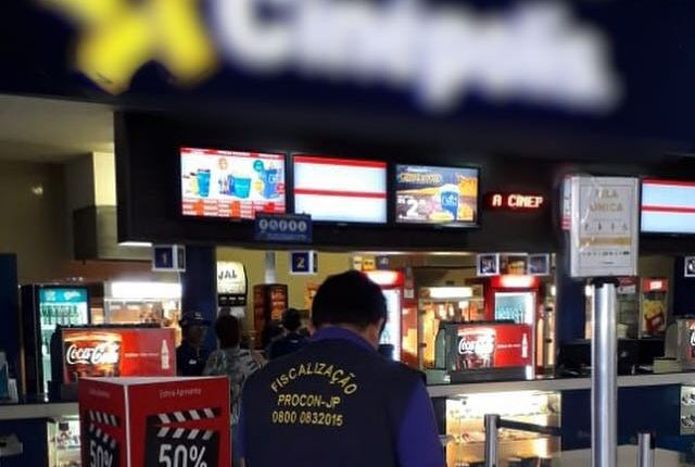 Procon-JP notifica cinemas e esclarece consumidor sobre lei que permite alimentos nas salas de exibição