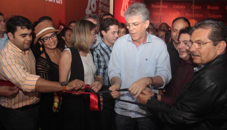Em CG, Ricardo abre 28º Salão do Artesanato da Paraíba e assina contratos do Empreender