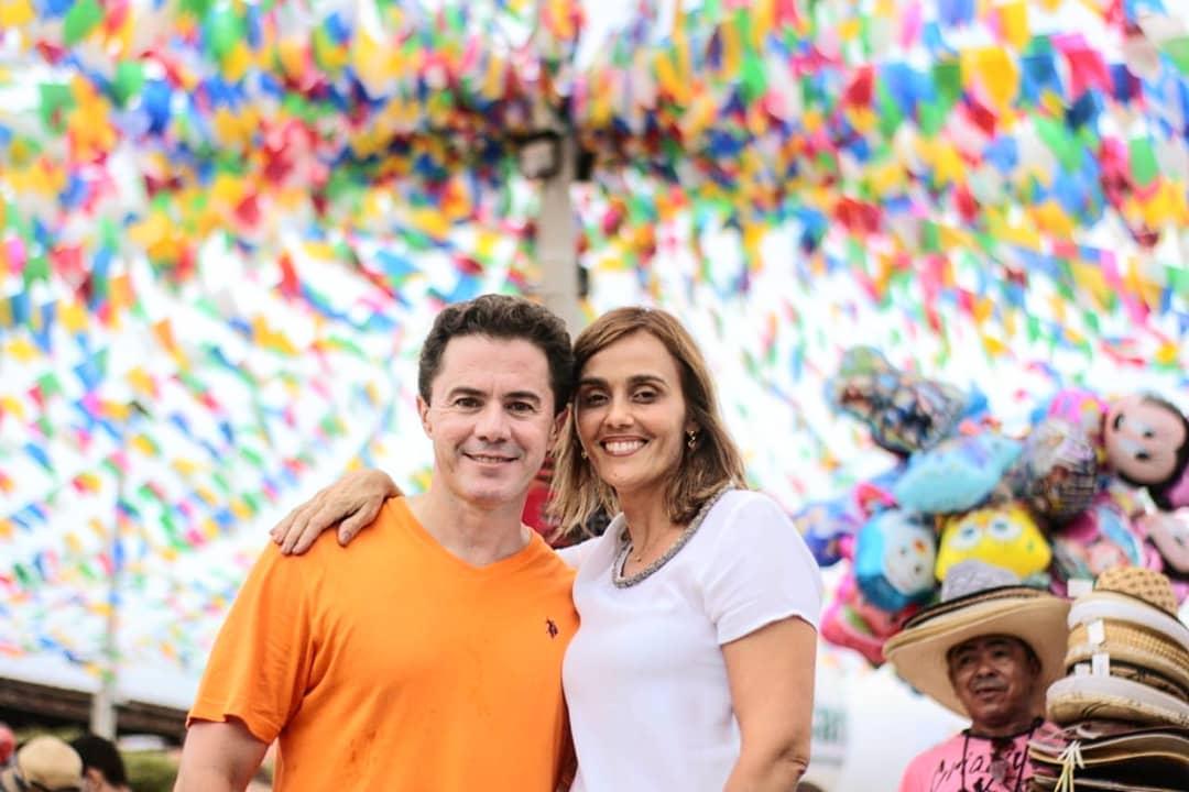 Ao lado de João, Vezeniano é saudado pela população de três cidades da Paraíba