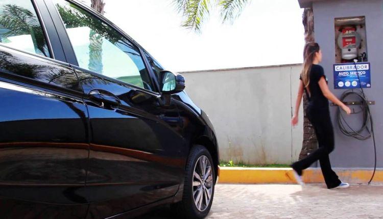 Postos de combustíveis na Capital são notificados por não disponibilizarem calibrador de pneus