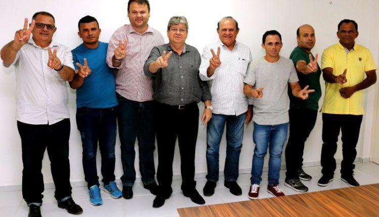 Prefeito de Mogeiro e seis vereadores aderem à candidatura de João ao Governo