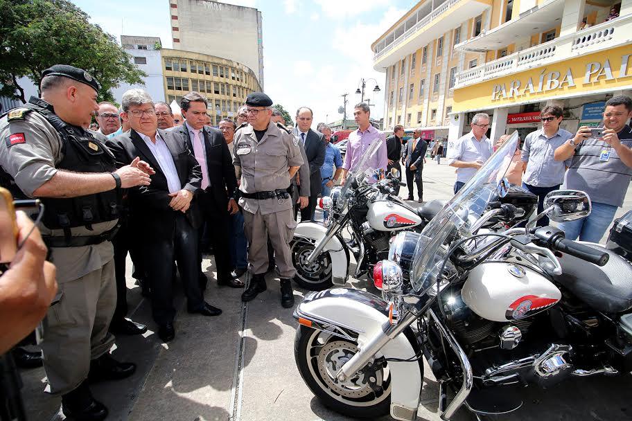 Resultado de imagem para joão azevedo entrega motos para BEPMotos