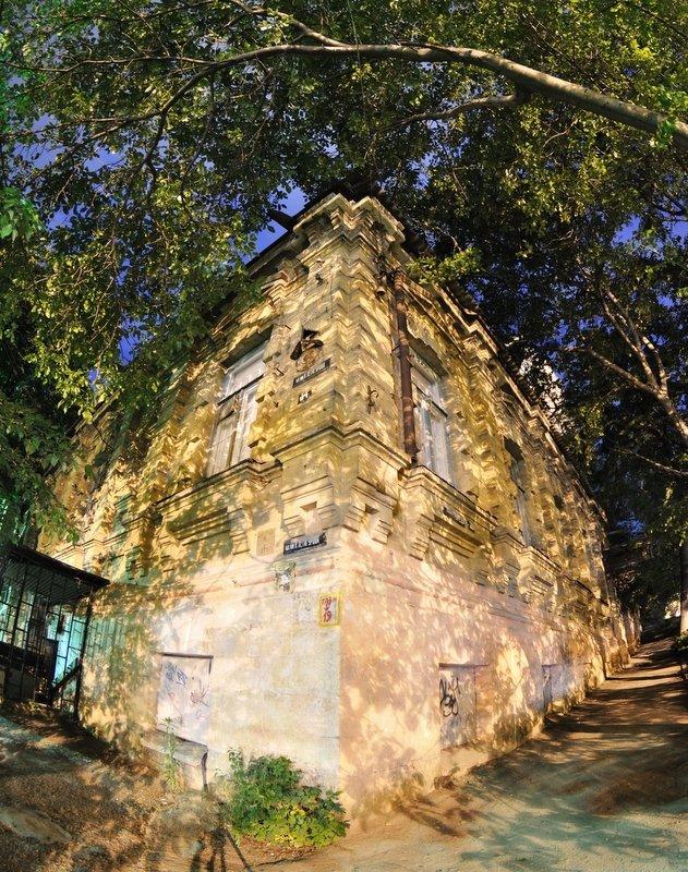 Горбатый дом - фото Пятигорска