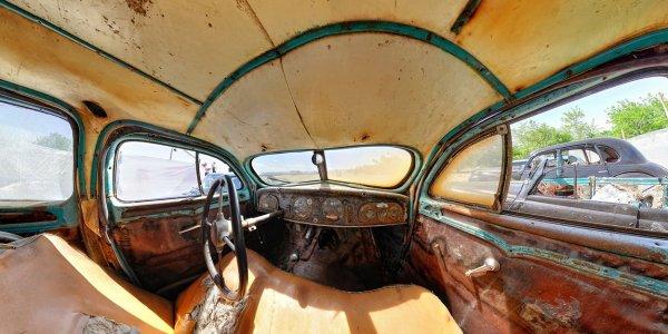 Панорама внутри раритетного автомобиля