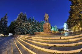 Памятник Ленину. Ночь.