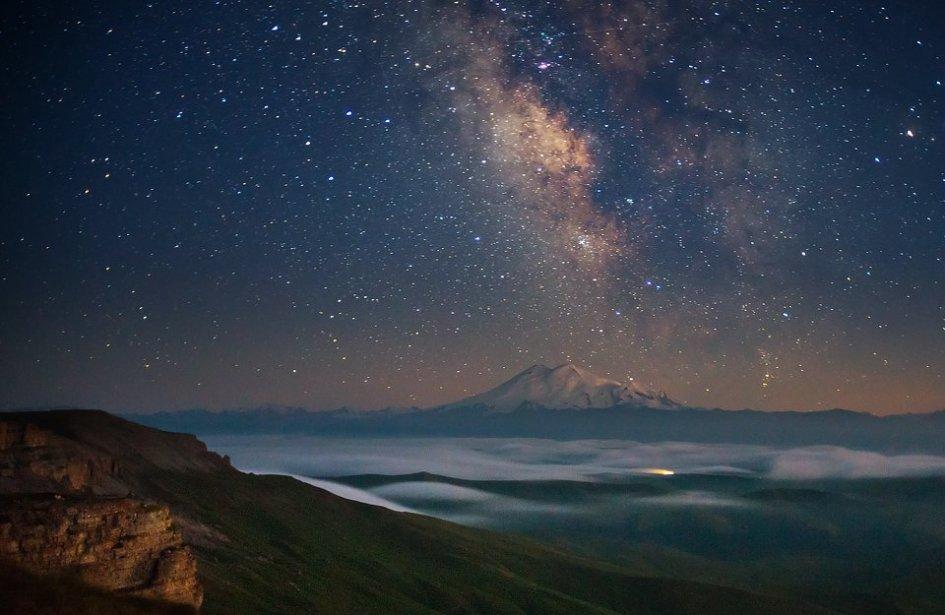 Эльбрус и Млечный путь