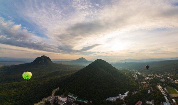 Вид на горы железная, Развалка и Змейка