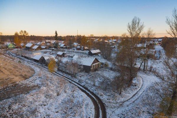 Деревня на дороге Москва-Петербург