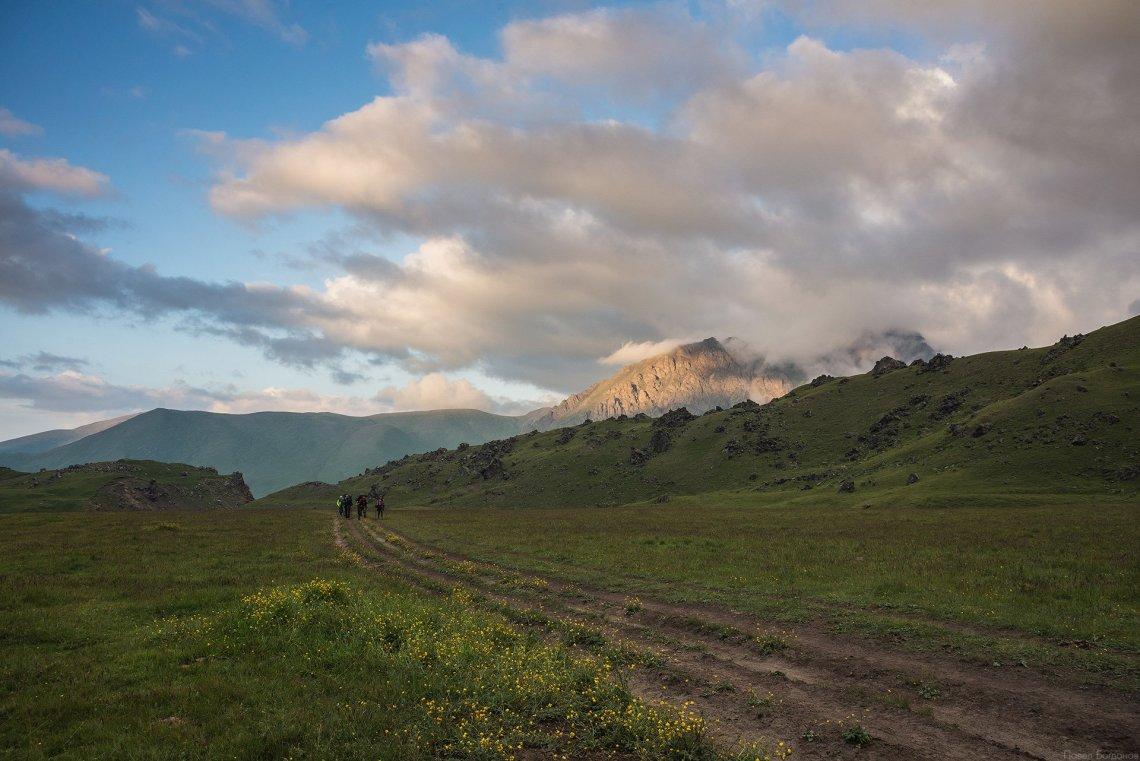 Дорога к лагерю Лакколит