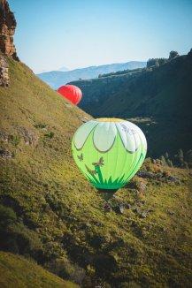 Воздушные шары в ущелье