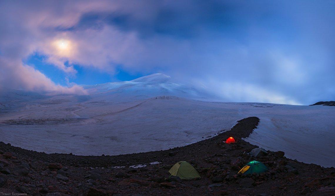 Вид на Эльбрус с севера с высоты 3800 метров