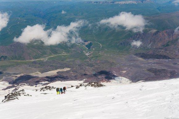 Подъем нашей группы на верхние скалы Ленца