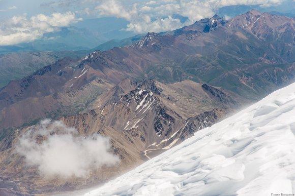 Вид с верхних скал Ленца на восток