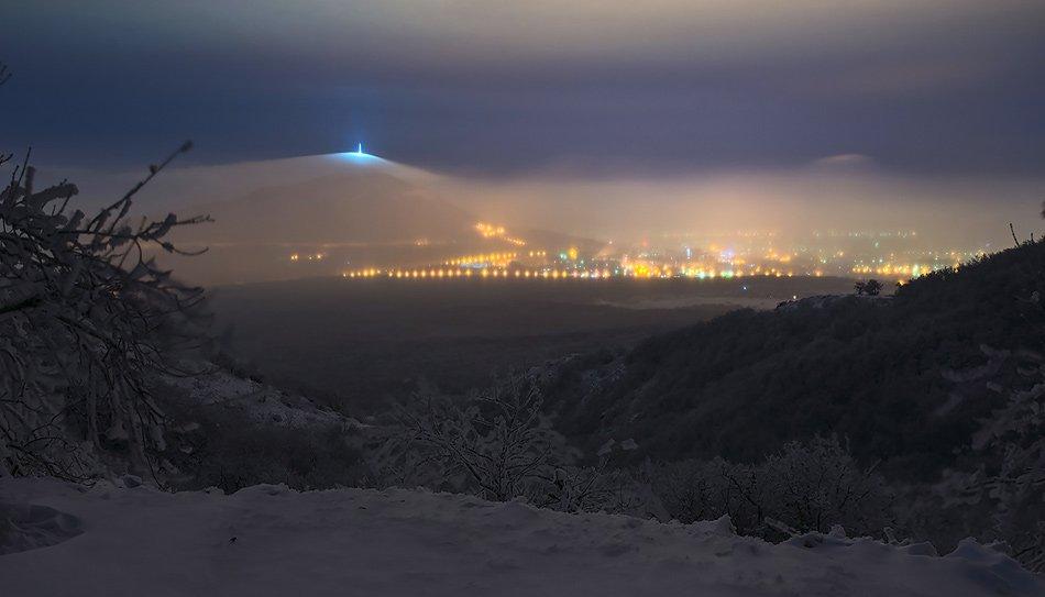 Вид на Машук с Бештау зимой