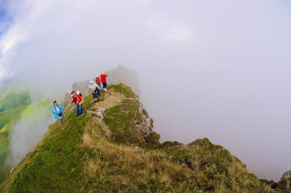 Люди в горах