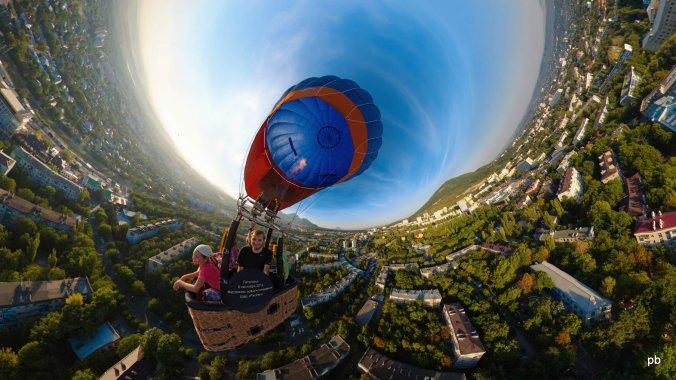 Панорама с воздушным шаром и фотографом