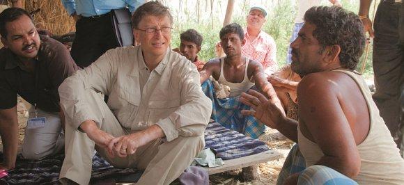 Gejts i farmer Ram Udgar Jadav u selu Gulerija, pokrajina Bihar, Indija.