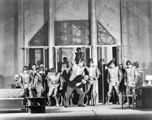 """Scena iz komada R.U.R. češkog pisca karela čapeka, u kojem su se po prvi put u istoriji pojavili """"roboti"""""""
