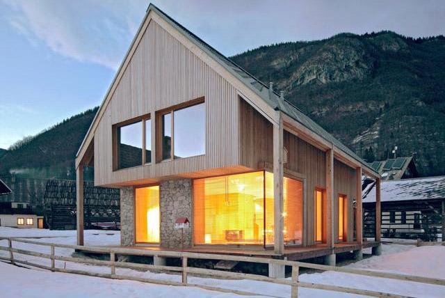 Zvezda Fužina, Jezero Bohinj, Slovenija: Dovoljna za celu porodicu, ova moderna interpretacija klasične alpske kolibe je idealna baza za istraživanje. Sauna na spratu je vrhunsko mesto za opuštanje.