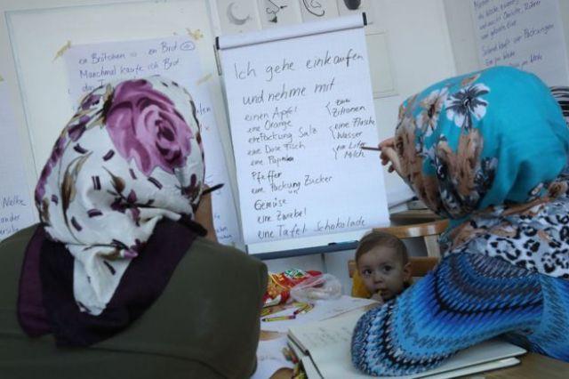 Migrantkinje iz Berlina uče nemački jezik. Foto: BBC/Getty Images