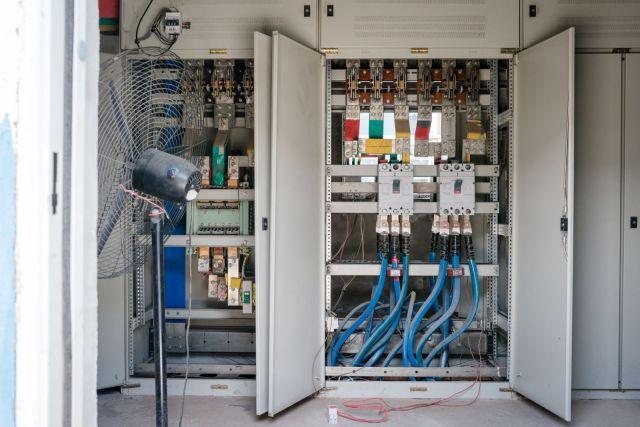 Masivni prekidač za jedan od mnogih energetskih transformatora u rudniku. Oni su smešteni u zgradama odvojenim od rudarskih mašina