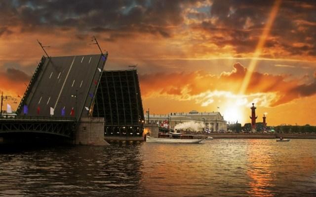 Petrograd, pogled s obala Neve