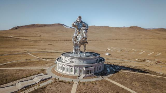 Monumentalni spomenik Džingis kanu, Ulanbator, Mongolija