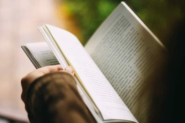 Los beneficios cognitivos de leer poesía - Psyciencia