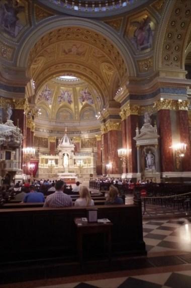 wnętrze bazyliki świętego stefana w budapeszcie na węgrzech