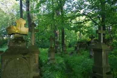 stary cmentarz przy cerkwi w króliku wołoskim w beskidzie niskim