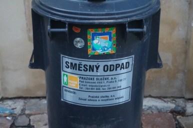 śmieszny odpad czyli czeskie kosze na śmieci w pradze