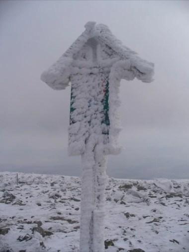 szczyt diablaka w zimowej scenerii w babiogórskim parku narodowym